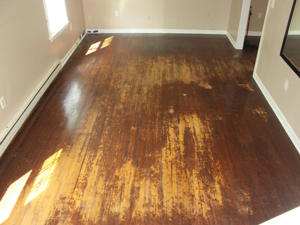 STAINED LIVING ROOM OAK FLOOR BEFORE