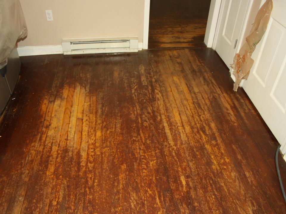 STAINED KITCHEN OAK FLOOR BEFORE