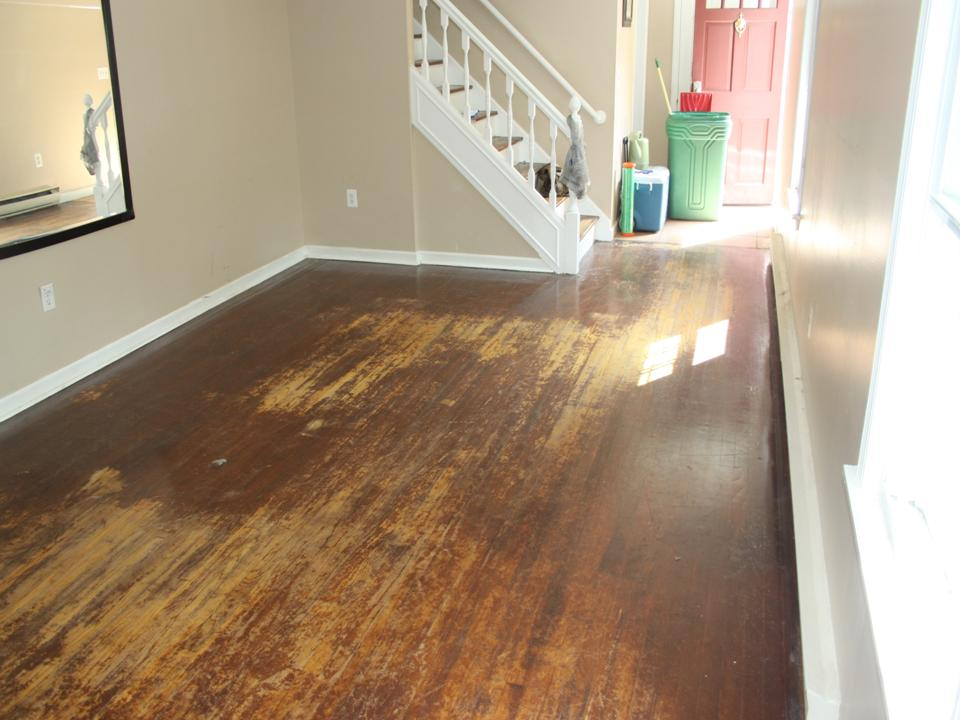 WORN AND STAINED LIVING ROOM OAK FLOOR BEFORE